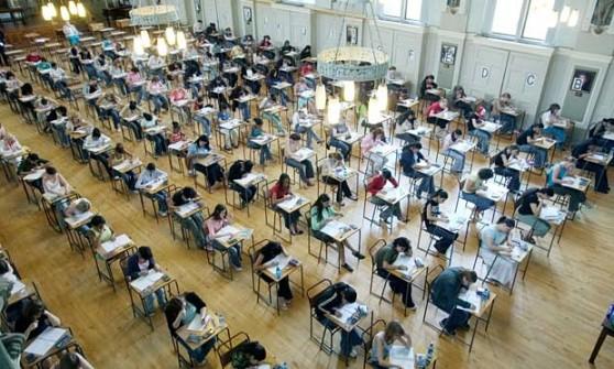 Pupils-doing-a-GCSE-exam-011